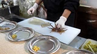 getlinkyoutube.com-Live Squid Sashimi