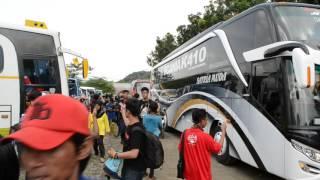 getlinkyoutube.com-Kedatangan rombongan Satria Muda - Scania Ngapak...#firstvideo #BusVideo