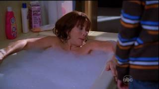 getlinkyoutube.com-[HD] Patricia Heaton - The Middle (Bath Scene #1)