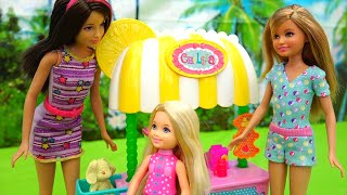 getlinkyoutube.com-Chelsea Puts a Lemonade Stand and Tommy Is Her Competition - Doll Videos with Barbie Toys stories