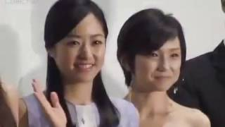 getlinkyoutube.com-中島美嘉の歌に井上真央が大粒の涙!『八日目の蝉』舞台挨拶