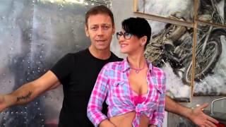 getlinkyoutube.com-Rocco Siffredi presenta la sua Arisa pornostar