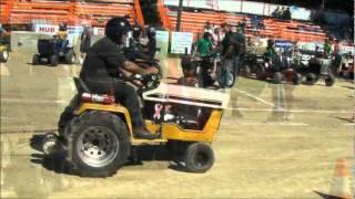 getlinkyoutube.com-Lawn Tractor Pull Uxbridge Fair 2011