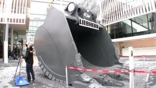 getlinkyoutube.com-Giant Bucket For the 800 Tons Liebherr R9800 @ Bauma 2013