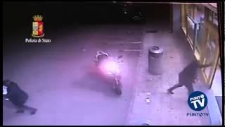 getlinkyoutube.com-Bari: il video choc della rapina all'Eurospin del San Paolo