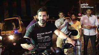 getlinkyoutube.com-Salman Khan & John Abraham Riding Bike On Mumbai Roads