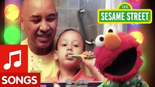 getlinkyoutube.com-Sesame Street: Healthy Teeth, Healthy Me: Brushy Brush PSA