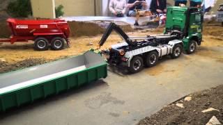 getlinkyoutube.com-Mercedes Arocs 8x8 unloads a tipper body flat