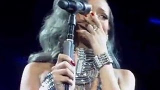 getlinkyoutube.com-RIHANNA BREAKS DOWN CRYING ON STAGE AT CONCERT IN FRANCE