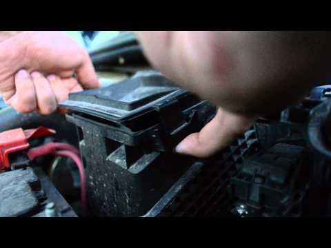 Замена воздушного фильтра двигателя Logan 2 (1.5dci 2013)