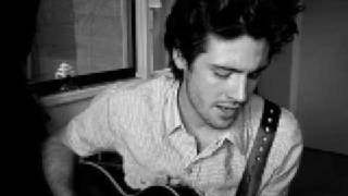 getlinkyoutube.com-Use Somebody Kings of Leon (Acoustic)