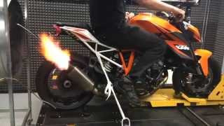 getlinkyoutube.com-KTM Superduke 1290 R Akrapovic Evo 2 on Dyno vs stock