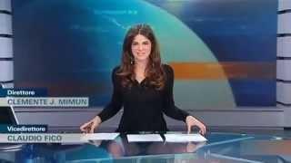 getlinkyoutube.com-Новый прикол с телеведущей. Она забыла про прозрачный стол