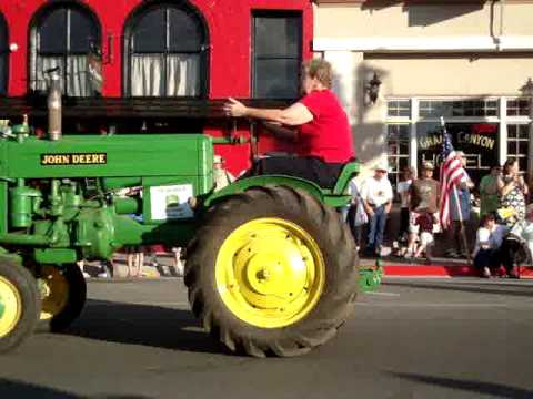 Fast Tractor Parade