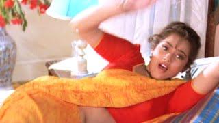 getlinkyoutube.com-Tamil Cinema | Bakiyaraj compels Meena to sleep in the Bed | Oru Oorla Oru Rajakumari