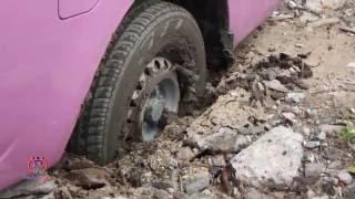 getlinkyoutube.com-ประชาชนรถติดหล่ม อาสาร่วมด้วยช่วยกันเข้าช่วยเหลือ