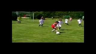 getlinkyoutube.com-Cậu bé 7 tuổi chơi bóng như Ronaldinho và Messi