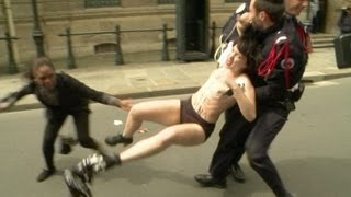 getlinkyoutube.com-Femen protesta em Paris
