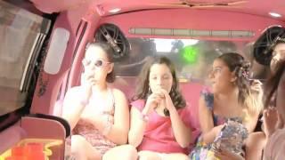 getlinkyoutube.com-Giulia 11 anos festa na limousine rosa