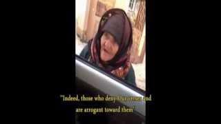 "getlinkyoutube.com-Nenek Tua Marah & Ceramahi Tentara ISIS: ""Kembalilah kau ke jalan Allah!"""