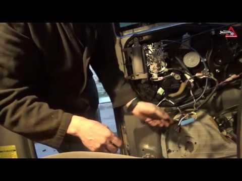 Замена моторчика актуатора двери Тойота Сиенна II