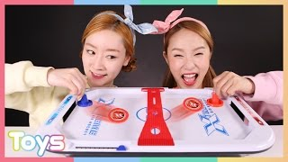 getlinkyoutube.com-캐리와 엘리의 익스트림 에어 하키 장난감 보드게임 대결 놀이 CarrieAndToys