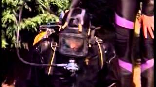 getlinkyoutube.com-Woman diving in Avon neck entry drysuit