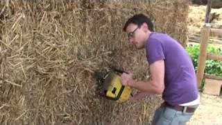 getlinkyoutube.com-Build a shed from straw bales