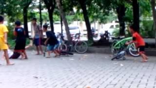 getlinkyoutube.com-Anak kecil bertengkar Lucu 1