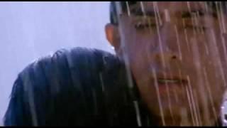 Aamir Khan and Karishma Kapoor (Hot Smooch).flv