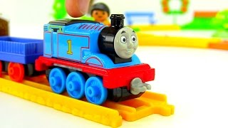 getlinkyoutube.com-Unpacking. Cartoons for children. A date with Thomas and a new track.