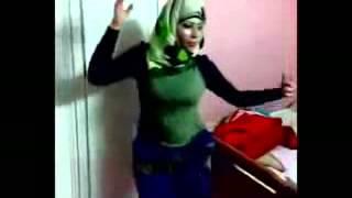 getlinkyoutube.com-رقص منزلى محجبه جسم وصدر جامد جديد 2014