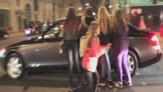 getlinkyoutube.com-Justin Bieber's Car ATTACKED by Female Fans