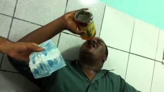 getlinkyoutube.com-Alexandre e 1 litro de Conhaque Domus em 2 minutos!