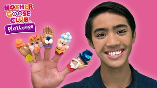 getlinkyoutube.com-DIY Baby Hand Puppets Craft | Surprise Egg Finger Family | Mother Goose Club Playhouse Kids Video