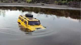 getlinkyoutube.com-RC TRAIL HUMMER H2 GOING DEEP & FLIGHT BIG LAMA OVER WATER