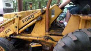 getlinkyoutube.com-Ford 1977 555 Backhoe first start in 2 plus years - Part 1