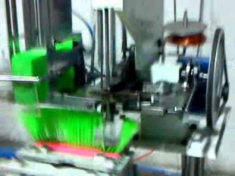 Maquina para fabricar escoba plastica