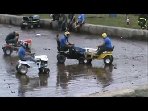 Démolition de tracteurs à pelouse