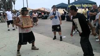 getlinkyoutube.com-Kick me in the nuts $10!  -Venice Beach California 7/3/2011