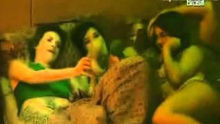 getlinkyoutube.com-bbb 11 Diana brinca  com bonecos  de Talula contando as historias amorosas da casa parte 2