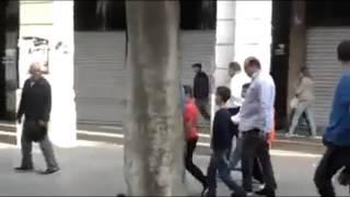 getlinkyoutube.com-الملك محمد السادس و إبنه الأمير مولاي الحسن بشوارع تونس وسط دهشة التونسيين