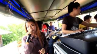 getlinkyoutube.com-รถแห่ซาวา     เพลงเกี่ยวข้าวดอรอแฟน- แก้วใบเก่า  บ้านโสกมะตูม 20 มิถุนายน  พ.ศ.  2558