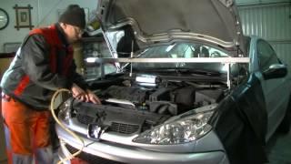 getlinkyoutube.com-Peugeot / Citroen 1.6 l 16V Replacing timing belt and water pump