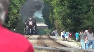 getlinkyoutube.com-Railfans Block View of N&W 611, Cameraman Goes Nuts