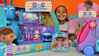 getlinkyoutube.com-Doc McStuffins Carry Along Clinic - Doctor Kit - Doc Talking Mobile Kids Review And Play