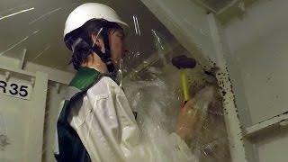 getlinkyoutube.com-Sinking Ship Simulator: The Royal Navy's Damage Repair Instructional Unit