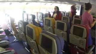 getlinkyoutube.com-Inside Thai Airways Boeing 777-300 (flight Bangkok - Guangzhou)