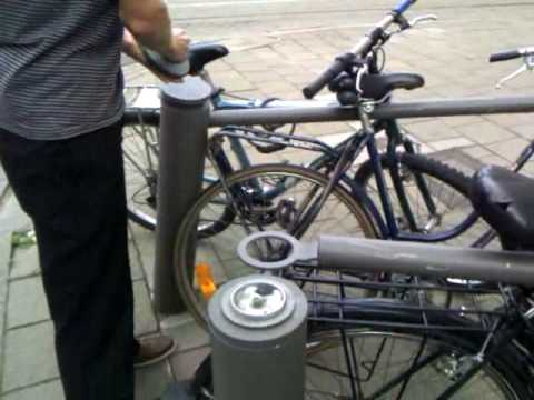 HOW TO STEAL A BIKE IN ANTWERP (without any tools!)