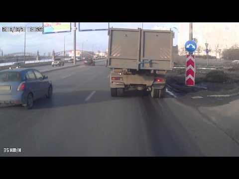Nissan Patrol потерял колесо на Малоохтинской наб.
